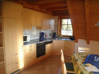 Einbauküche mit Sitzgelegenheit für 6 Personen