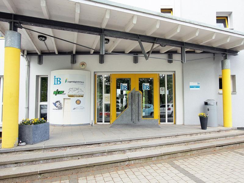 der Haupteingang zum IB Jugendgästehaus Furtwangen