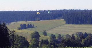 Ballone bei der Landung - hier sehen Sie die Landung von 2 Ballonen in Richtung Süden