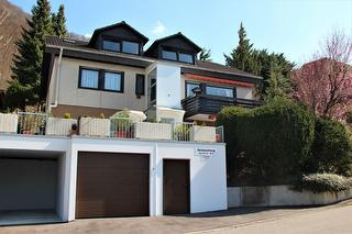 Außenansicht, Garage und Aufzug zur Wohnung vorhanden