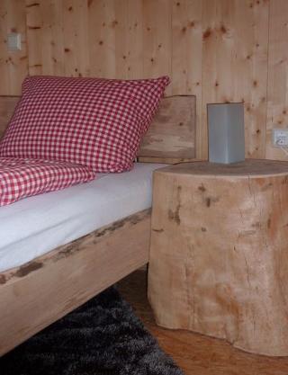Naturvollholzschlafzimmer auf dem Farnbauernhof