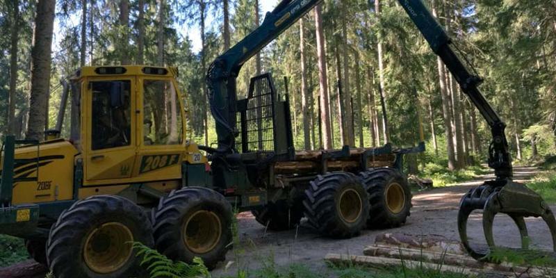 Fahren & Arbeiten mit einem Forsttraktor