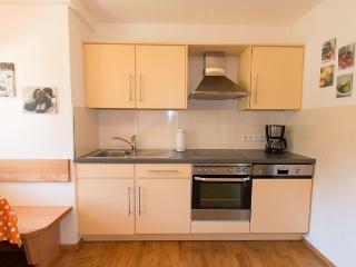 komplett eingerichtete Küchenzeile rechts
