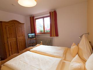 Schlafzimmer II mit Sat-TV