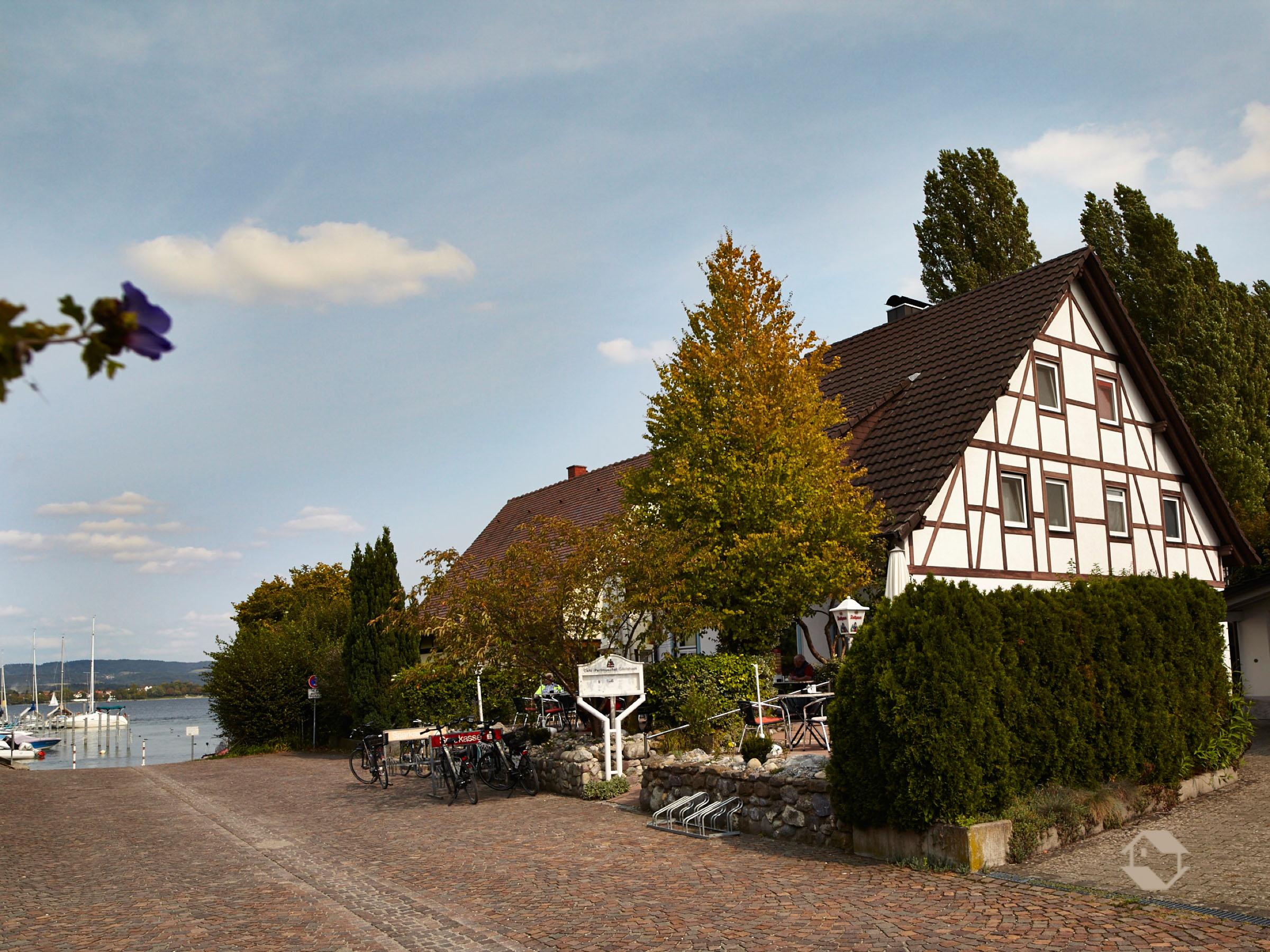 Café Perlmuschel, (Moos-Iznang). Ferienwohn Ferienwohnung