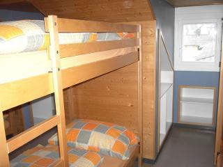 Mehrbettzimmer mit Etagenbetten