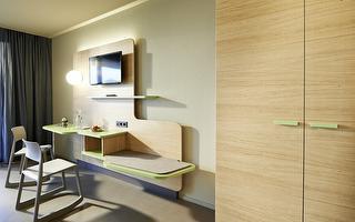 Inselzimmer Komfort - Schreibtisch und Kofferablage