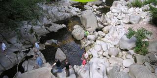 Flußbettwanderung / Urheber: Adventure World - Murgtal Arena / Rechteinhaber: © Adventure World - Murgtal Arena
