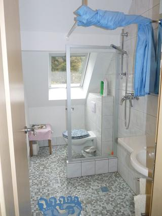 Dusche/WC in der Mansarde