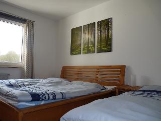 Schlafzimmer I mit Zustellbatt im Haupthaus