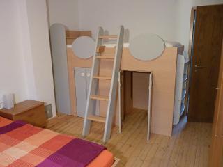 Spielbett im Schlafzimmer II im Haupthaus