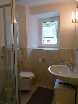 Dusche/WC im Zwischengeschoss des Haupthauses