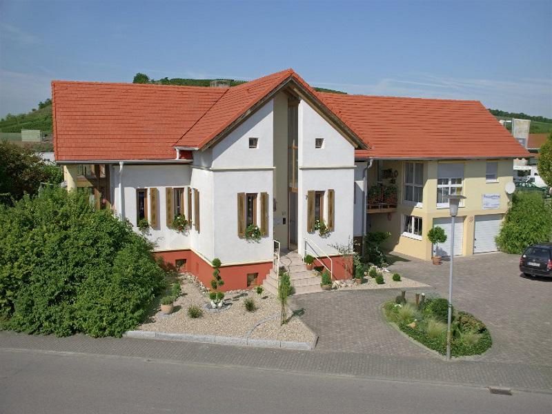 Ferienwohnung Lang, (Sasbach am Kaiserstuhl). Ferienwohnung, 45qm, 1 Wohn-/Schlafraum, max. 3 Personen (957163), Sasbach, Oberrhein-Rheintal, Baden-Württemberg, Deutschland, Bild 1