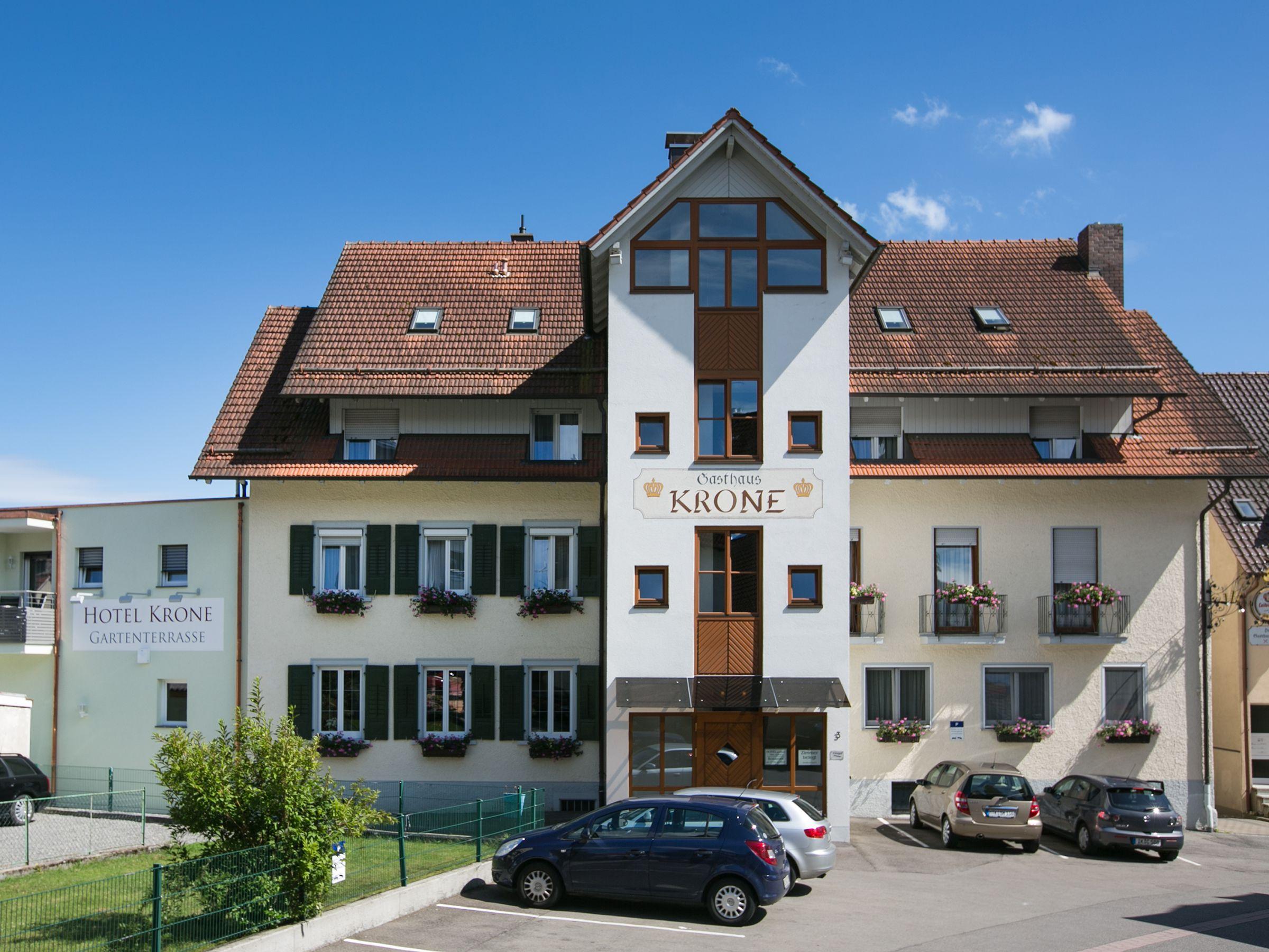 Hotel-Gasthaus Krone, (Immenstaad am Bodensee). Fa Ferienwohnung am Bodensee