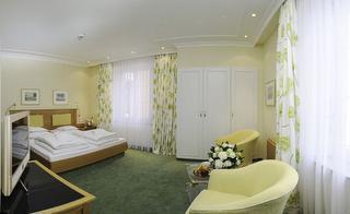 Beispiel-Standard-Doppelzimmer zur Seite