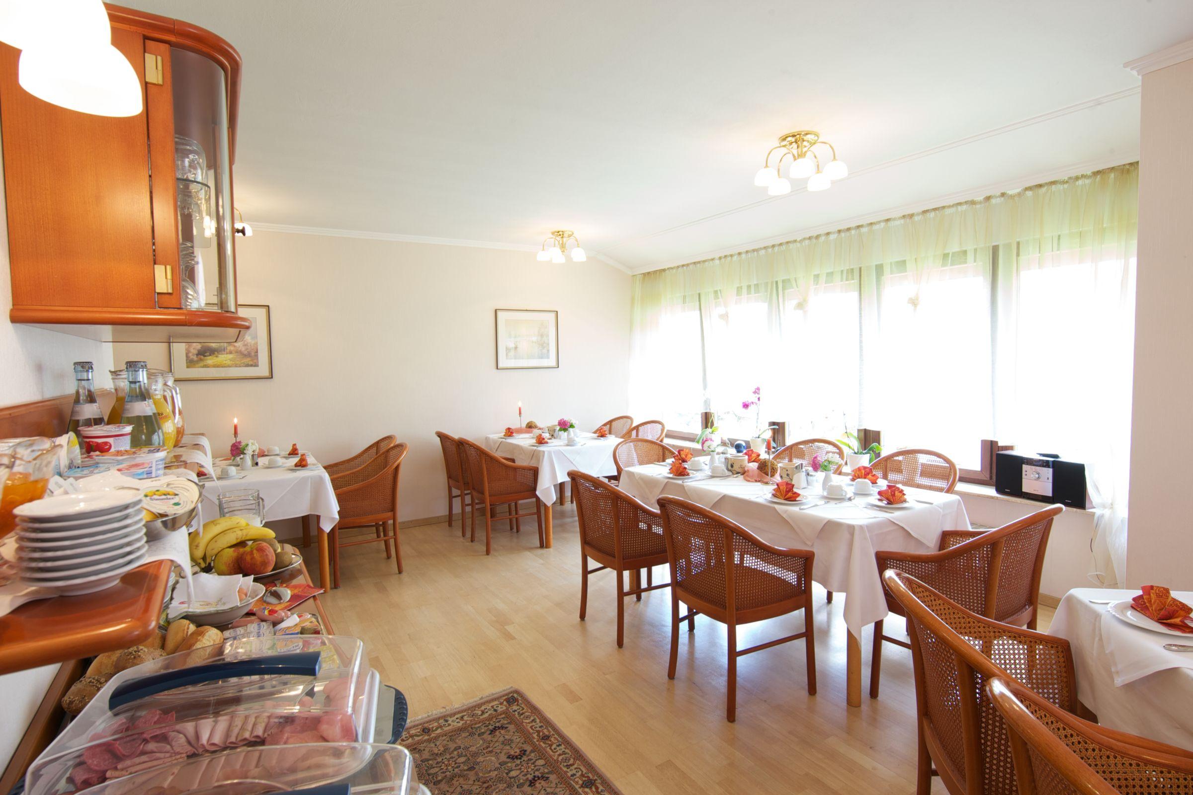 hotel reinhardshof garni wolfschlugen doppelzimmer comfort mit dusche und wc region stuttgart. Black Bedroom Furniture Sets. Home Design Ideas