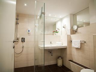 Badezimmer Doppelzimmer mit Schlafcouch