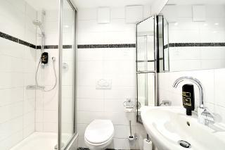 Familiensuite Standard Plus Nr. 22 - Badezimmer