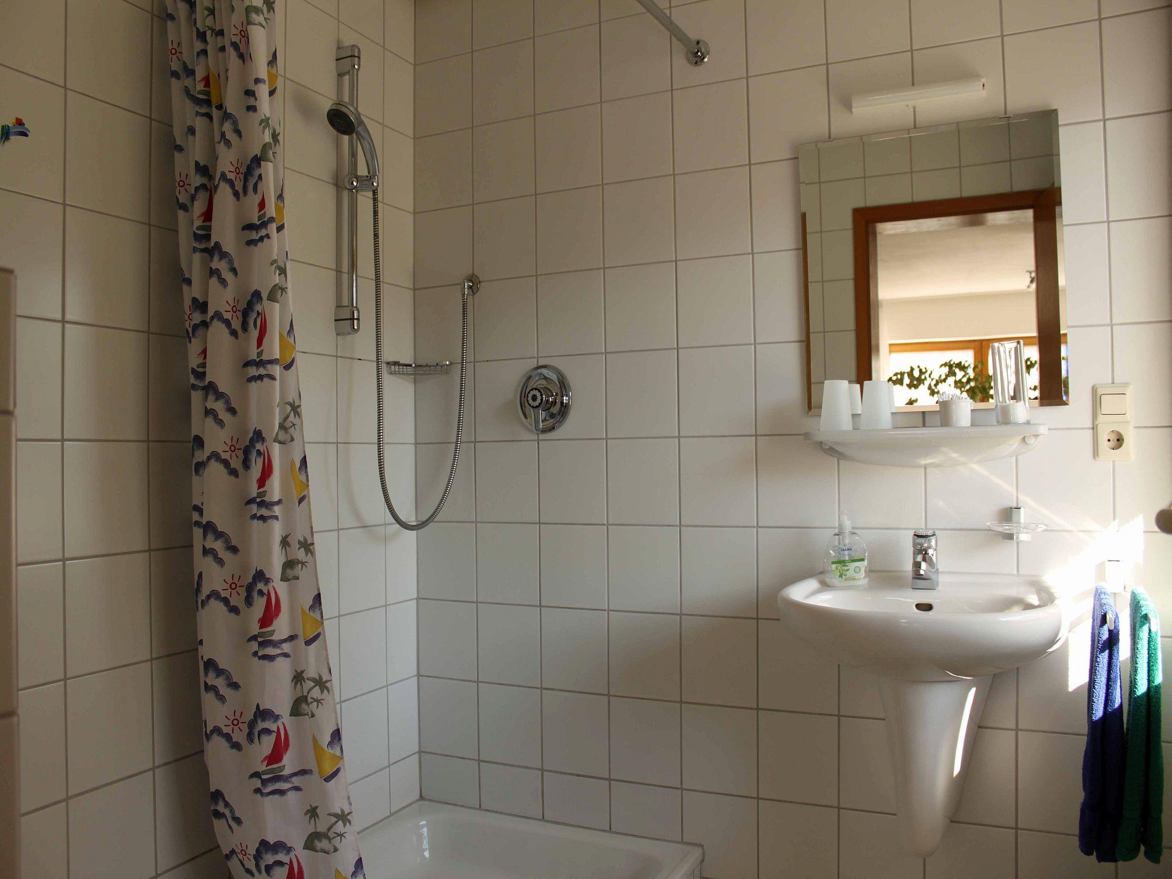 ferienwohnung bendel bad waldsee ferienwohnung 50qm 1 schlafzimmer 1 wohn schlafbereich. Black Bedroom Furniture Sets. Home Design Ideas