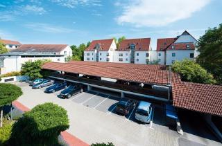 Parkplatz mit Tierfgarage / Author: Monika Schöb / Copyright holder: © Hotel Gasthof Hasen