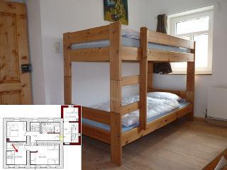 Schlafzimmer Ammeldingen im 1. OG ist ein Paradies für Kinder.