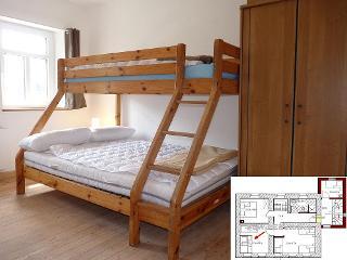 Hier das schöne Katamaranhochbett für bis zu 3 Personen