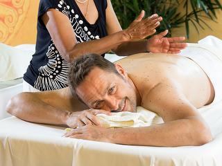 Abhyanga-Massage / Urheber: Kur und Bäder GmbH Bad Krozingen / Rechteinhaber: © Kur und Bäder GmbH Bad Krozingen