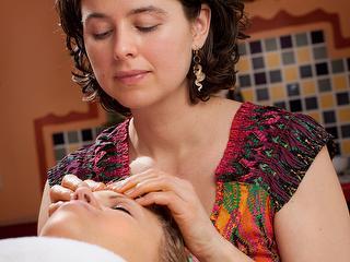 Massage du visage à la crème de figues de Barbarie / Auteur: Kur und Bäder GmbH Bad Krozingen / Détenteur du copyright: © Kur und Bäder GmbH Bad Krozingen
