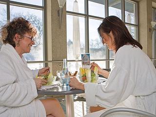 Fitness-Salat an der Vitalbar im Saunaparadies / Author: Kur und Bäder GmbH Bad Krozingen / Copyright holder: © Kur und Bäder GmbH Bad Krozingen