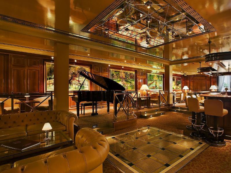 Besancon Kerzenbild Bankett Hans Thoma Stube Falkenstube Piano Bar