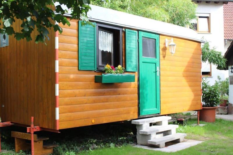 schlafen im bauwagen schwarzwald tourismus gmbh. Black Bedroom Furniture Sets. Home Design Ideas