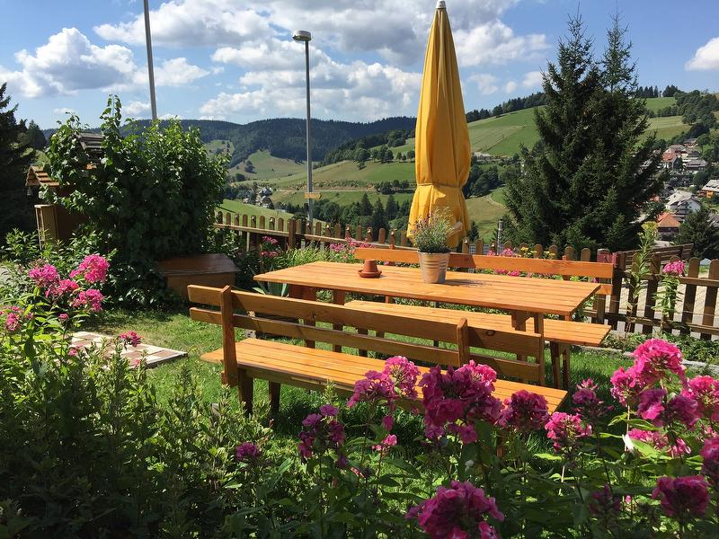 Garten mit Freisitz