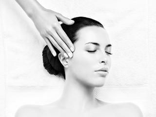 Massage du visage à l'Espace soin Wohlfühlhaus / Auteur: Kur und Bäder GmbH Bad Krozingen / Détenteur du copyright: © Kur und Bäder GmbH Bad Krozingen