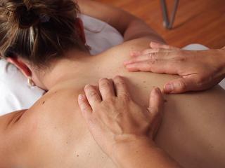 Relaxing massage with oil / Author: Kur und Bäder GmbH Bad Krozingen / Copyright holder: © Kur und Bäder GmbH Bad Krozingen