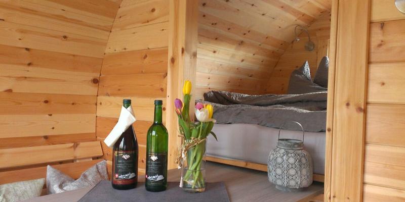 schlafen im weinfass im markgr flerland original landreisen. Black Bedroom Furniture Sets. Home Design Ideas