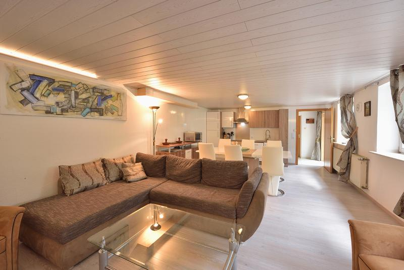 FEWO Gartenblick, Sofa mit Blick auf Küche