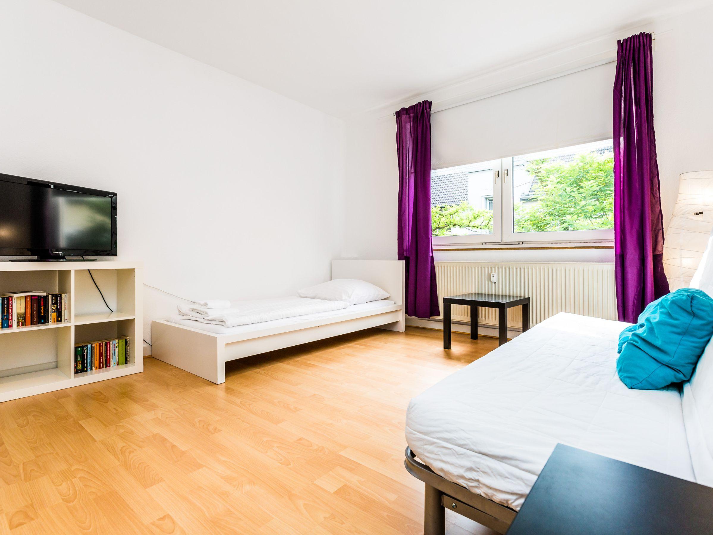 Apartment K62 and K64, (Köln). Ferienwohnung K64, 57 qm, 1 Schlafzimmer, 1 Wohn-/Schlafzimmer, max. 6 Personen