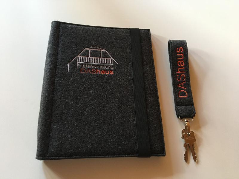 Gästemappe und Schlüssel