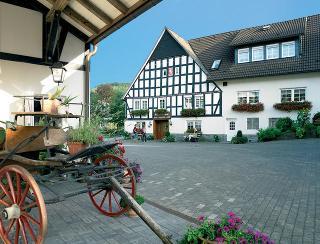 Landhotel Klaukenhof - Außenansicht / Urheber: Andrea Remmel / Rechteinhaber: © Andrea Remmel
