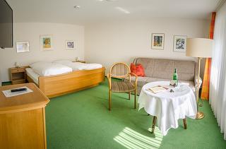 Komf.-Doppelzimmer # 12 für 2- 3 Personen (1. Etage)