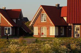 Der Deichhof - Die Ferienhäuser auf der Kuhwiese am Wehl / Urheber: Der Deichhof - Jan-Hinrik Dircksen / Rechteinhaber: © Der Deichhof - Jan-Hinrik Dircksen