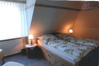 Blick ins Schlafzimmer 2