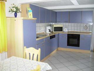 große Einbauküche mit Essplatz, Ferienwohng. Annemarie Clausen