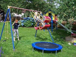 Spielplatz im Garten / Rechteinhaber: © Ferienwohnung Hirtreiter