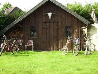 großes Gartenhaus mit Fahrrädern, Fewo Helga Timmsen