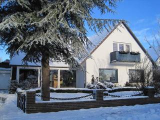Hausansicht im Winter, Bellendorf, Brigitte