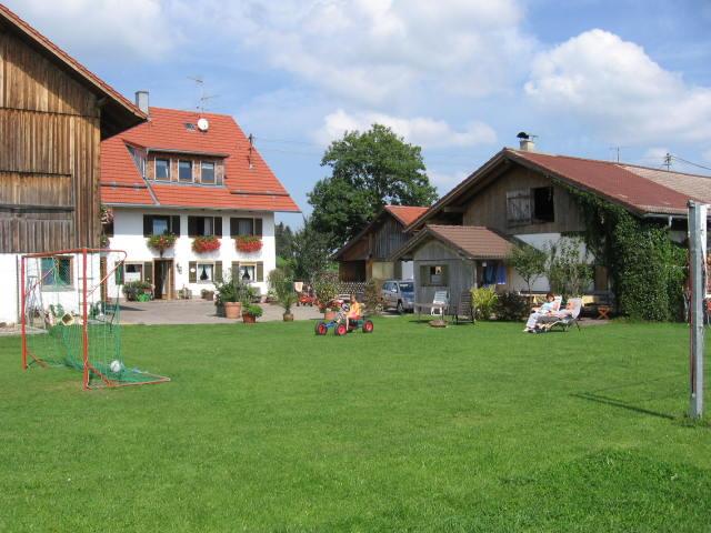 Direkt am Haus ist immer was los Liegewiese, Kickern ,Gocart fahren ,Grilllplatz m. Gartenhäuschen