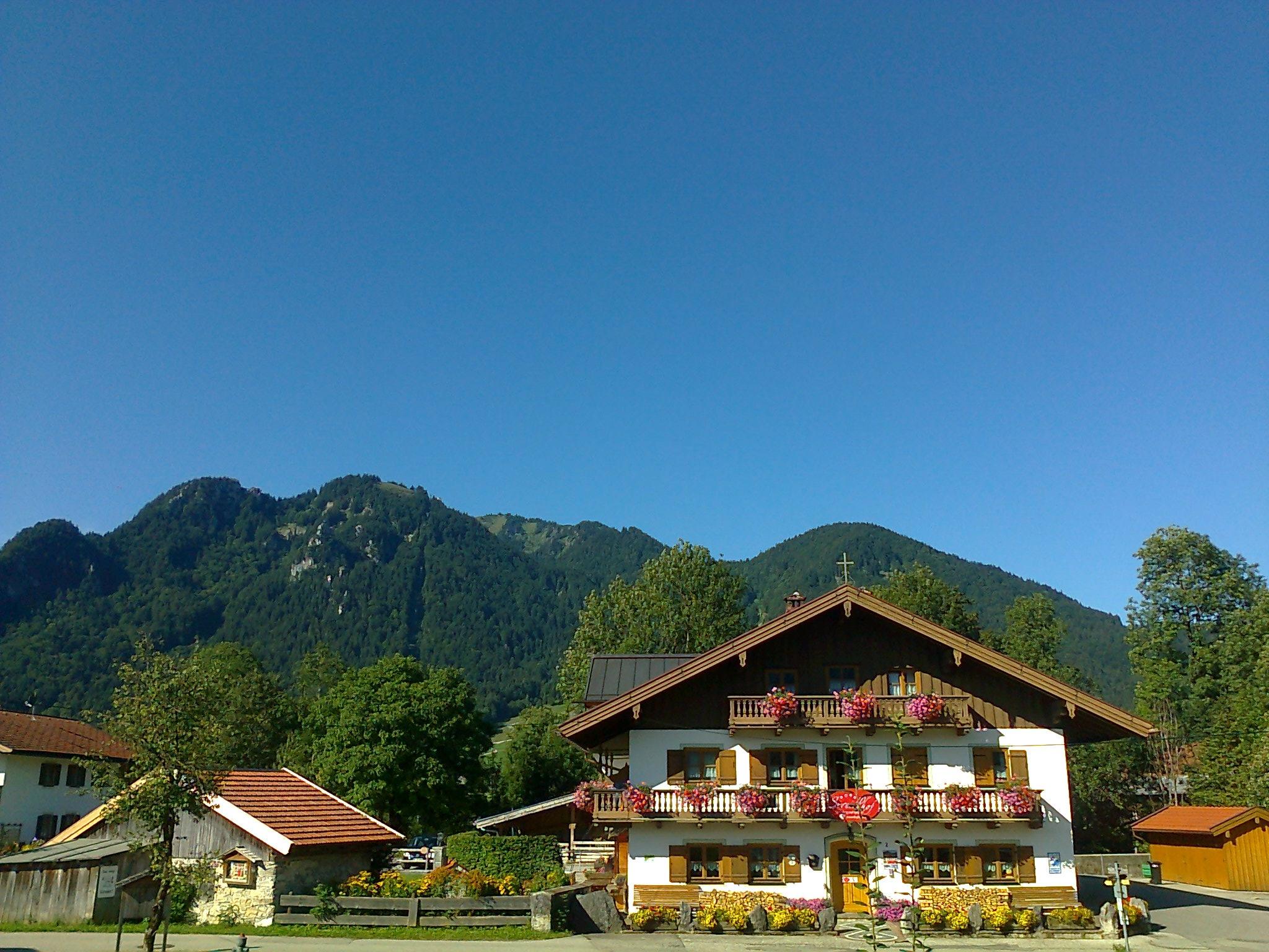 """Bis zu unserem Hausberg """"Brauneck"""" mit Gondelbahn und Wandermöglichkeiten sind es gerade mal 700 m"""
