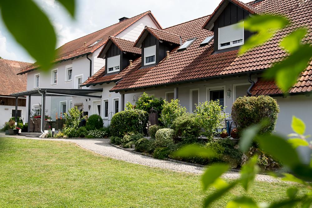 Ferienwohnungen in ruhiger, ländlicher Gegend Großer Garten, Grillplatz und Liegewiese. Viele Tiere