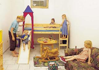 Spielzimmer Ferienwohnung Pension Hauer - Auf unserem Bauernhof gibt es für die Kinder ein Spielzimmer mit Sat-TV, DVD, Kicker, Lego...